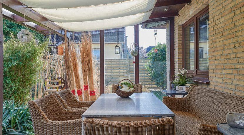 Terrasse mit Windschutz